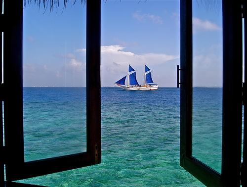корабль с синими парусами