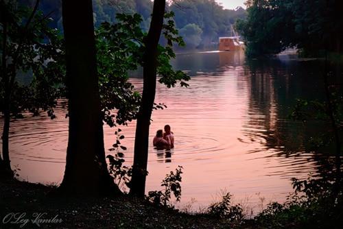 розовая река