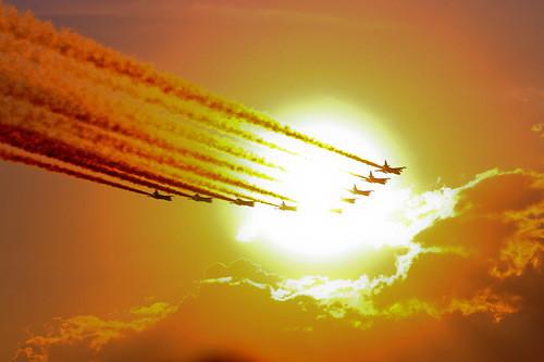 оранжевый закат и самолеты