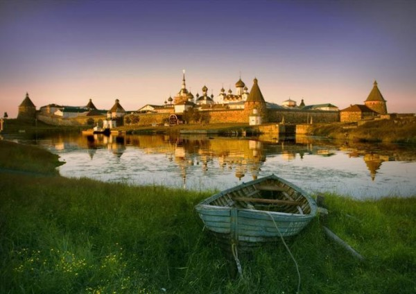 монастырь, пруд лодка