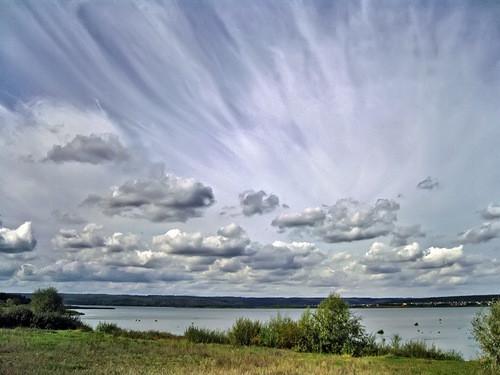 мазки и перья облаков