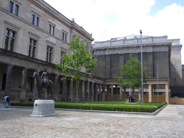 Двор галереи и Нового музея