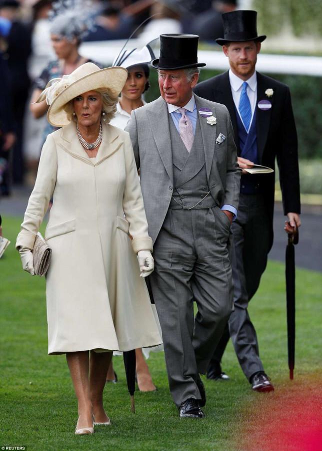 Королевская семья на Royal Ascot семьи, королевской, скачки, принц, вторник, Кентский, присутствовали, принцесса, Чарльз, Камилла, принцессы, Евгения, Беатрис, Майкл, герцог, супругой, также, членов, герцогиня, Сассекские