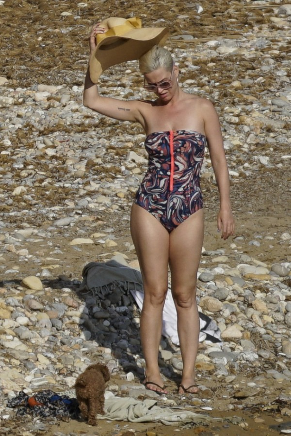Кэти Перри на пляже