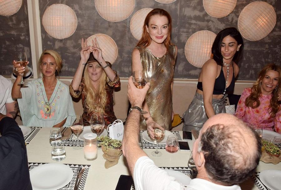 Линдси Лохан отметила свой день рождения в Греции lindsay lohan