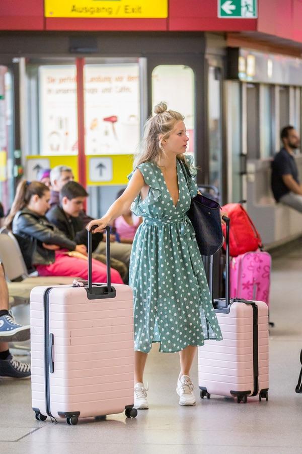 Лотти Мосс в Берлине Лотти, пятницу, аэропорту, Берлина