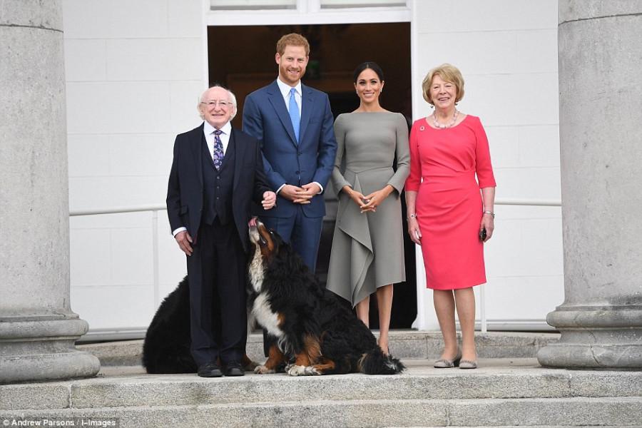 Первый официальный визит Меган и Гарри в Ирландию Меган, Гарри, Герцог, Майклом, прием, посольство, Великобритании, устроена, вечеринка, честь, приезда, Затем, встретилась, президентом, Ирландии, Хиггинсом, самолета, женой, Сабиной, следующий