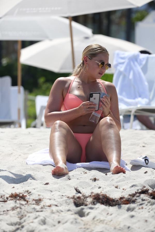 Искра Лоуренс в бикини Искра, Лоуренс, прошлой, неделе, время, отдыха, Майами