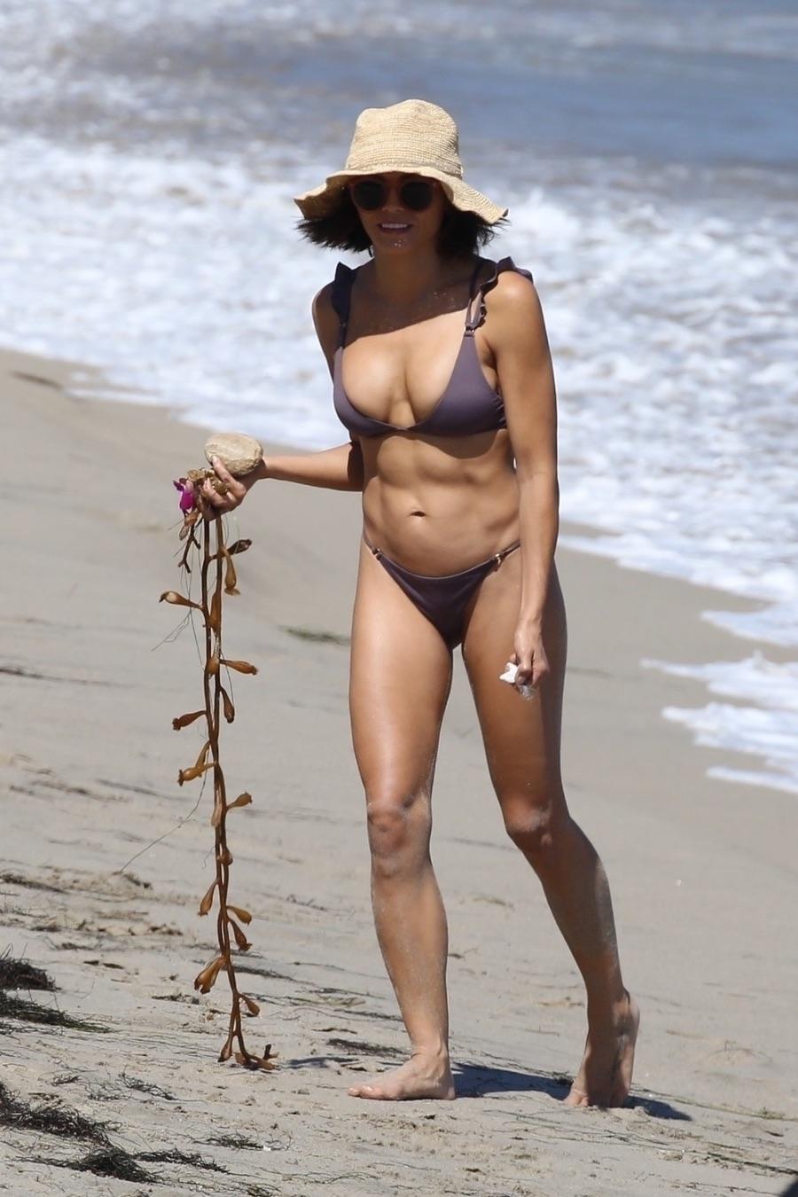 Дженна Деван на пляже