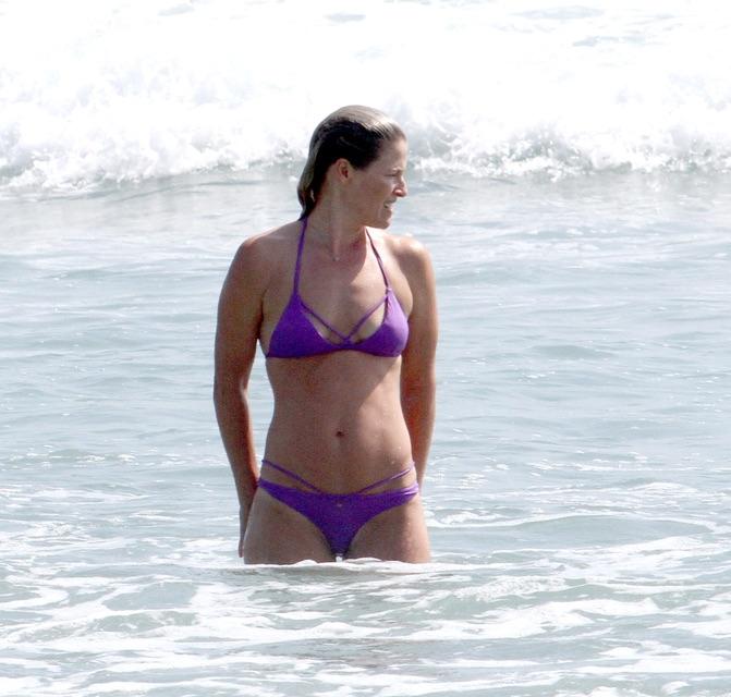 Эли Лартер на пляже