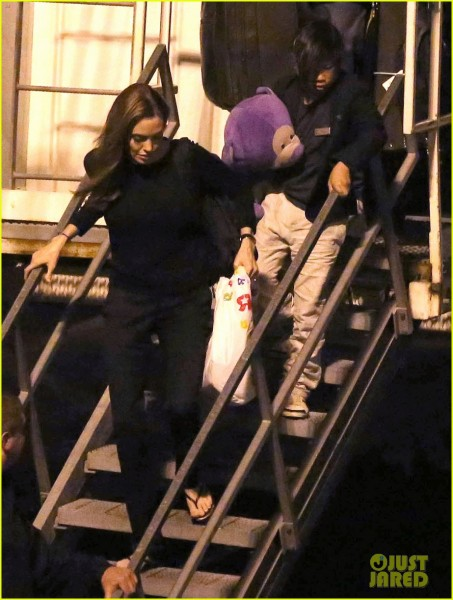 angelina-jolie-pax-lax-arrivial-after-un-meeting-08