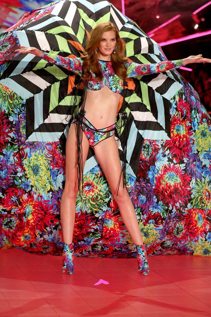 2018 Victoria's Secret Fashion Show Алексина, Марта, четверг, Грехэм, Гаррн, Максвелл, Стелла, Келли, НьюЙорке, прошел, модного, фотографии, публиковать, показа, Victoria's, который, Fashion, Secret, 👯Начинаю
