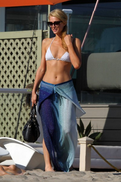 Paris Hilton on the beach in Malibu_072713_4