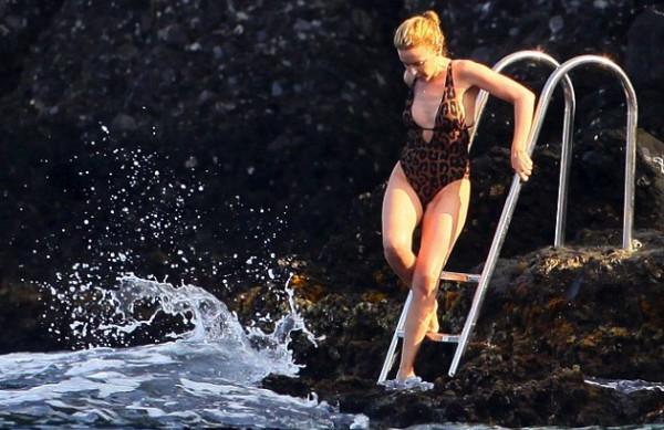 KylieSwimsuit11