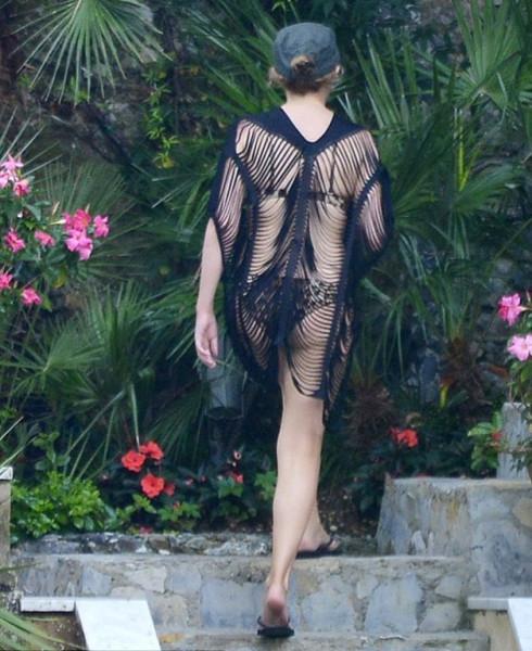 KylieSwimsuit15