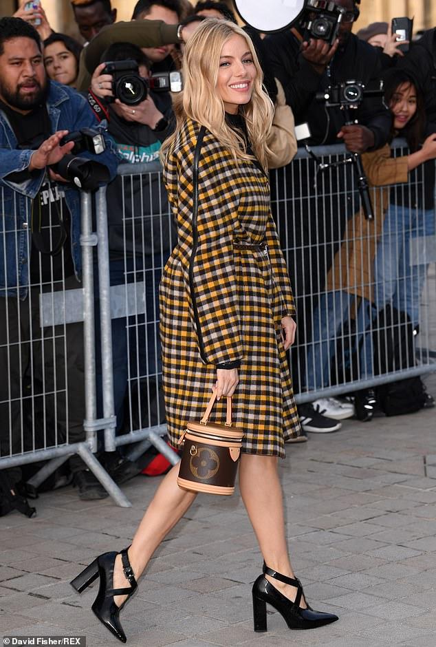 Звезды на модном показе Louis Vuitton в Париже. Часть 2