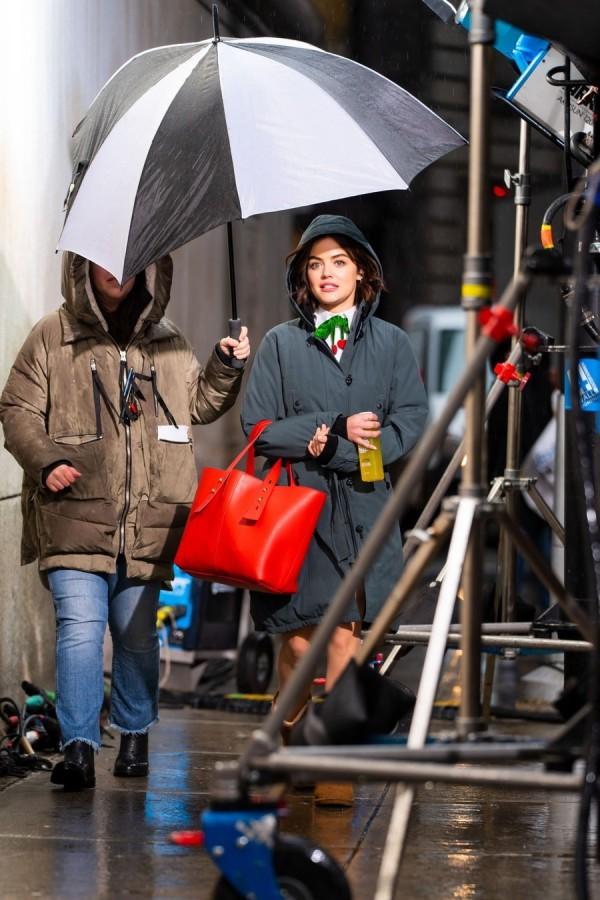 Люси Хейл на работе shooting
