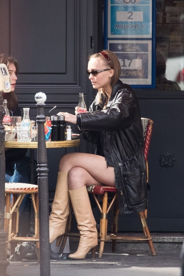 Будни Лили-Роуз Депп в Париже