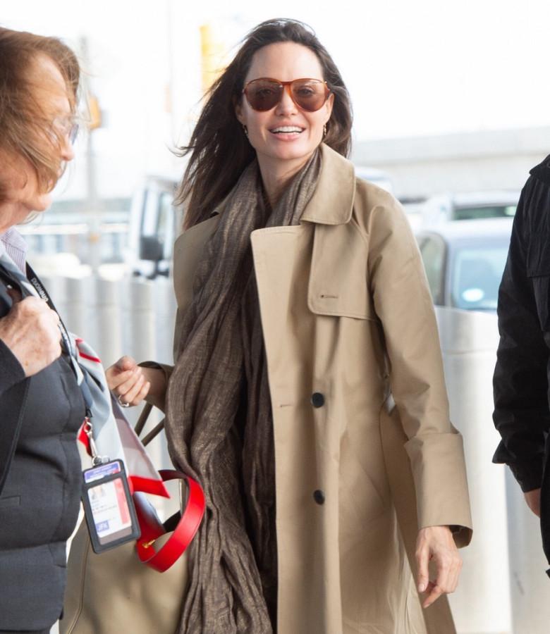 Анджелина Джоли в JFK аэропорту, НьюЙорка, неделе, прошлой, Джоли, Анджелина