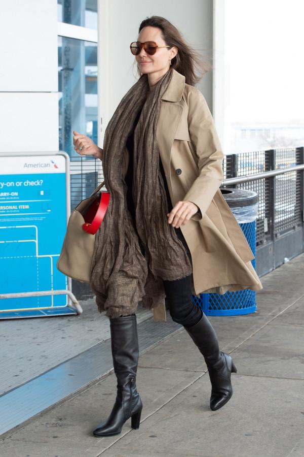 Анджелина Джоли в JFK