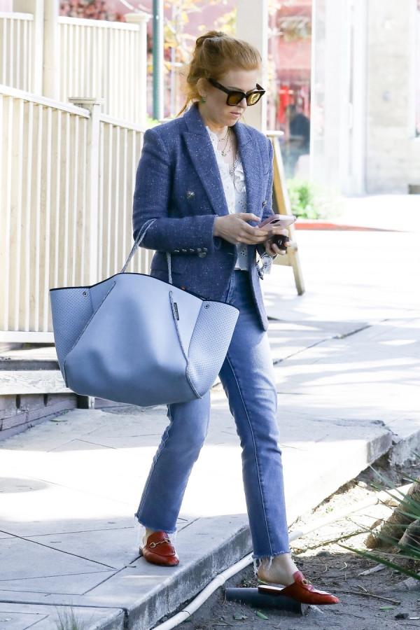 Айла Фишер  в ЛА Голливуда, Западного, улицах, среду, Фишер