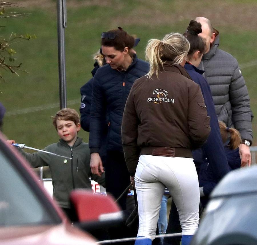 Герцог и герцогиня Кембриджские с детьми на природе