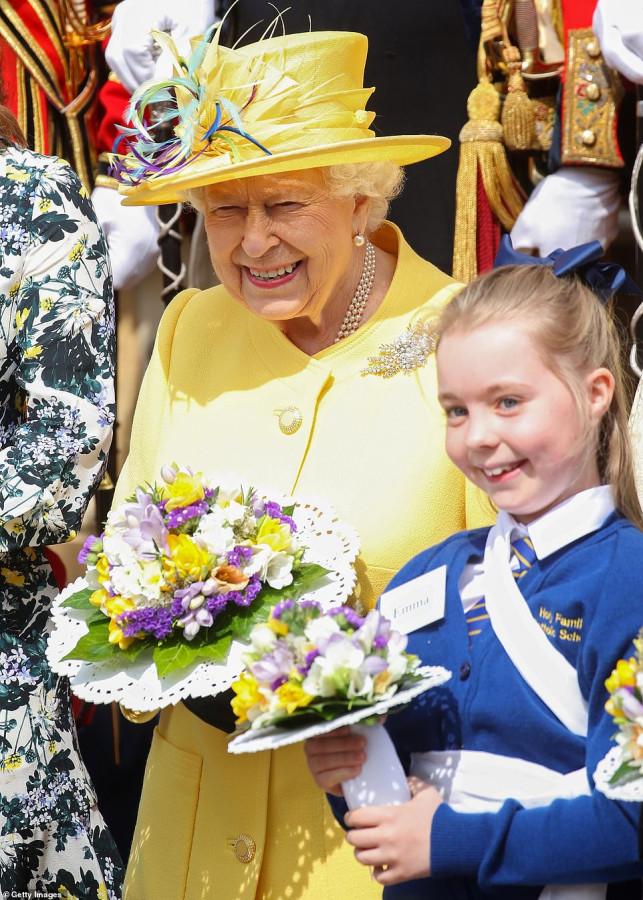Королева Елизавета II раздала предпасхальную милостыню