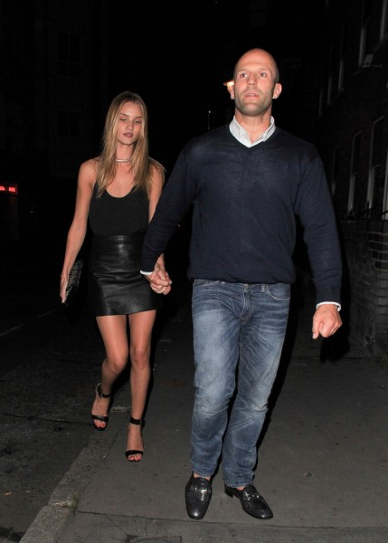 Rosie+Huntington+Jason+Statham+hold+hands+5AY3m3PaK-ix