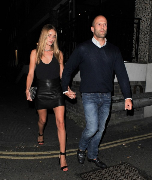 Rosie+Huntington+Jason+Statham+hold+hands+8EW9Pyp9Zw8x