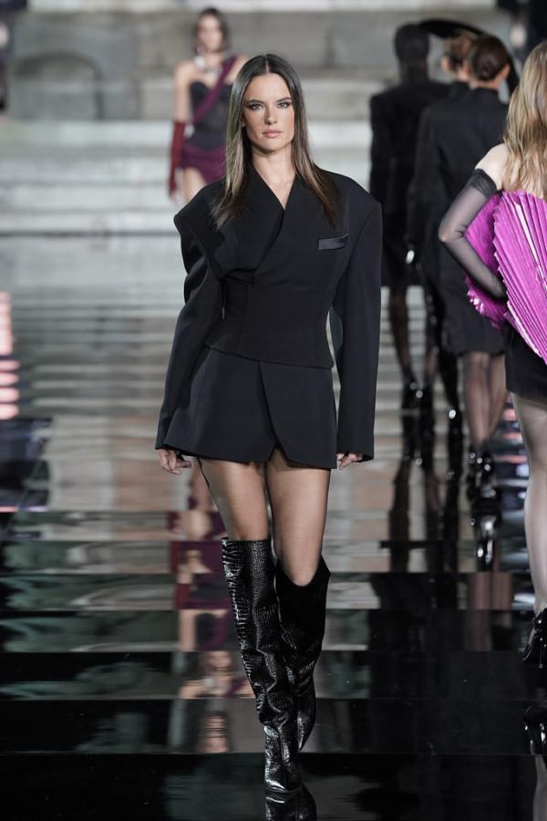 Модели на модном показе CR runway x LUISAVIAROMA