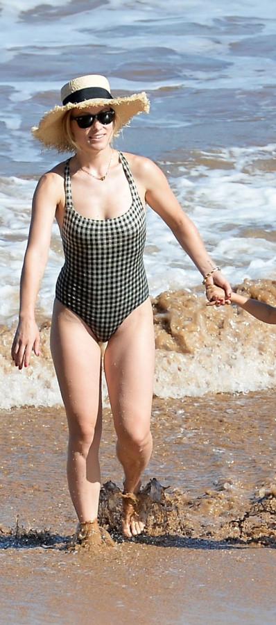 Оливия Уайлд на пляже
