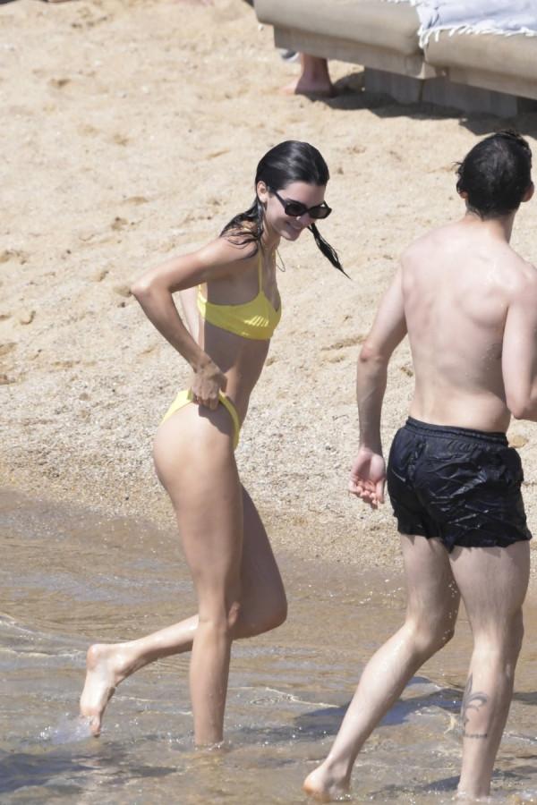 Кендалл Дженнер на пляже