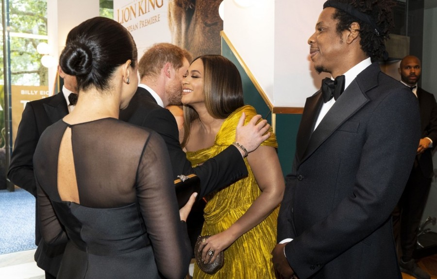 Меган Маркл и принц Гарри вышли в свет