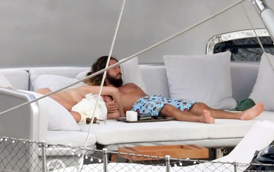 Молодожены на яхте  tom kaulitz,пляж/бикини,heidi klum