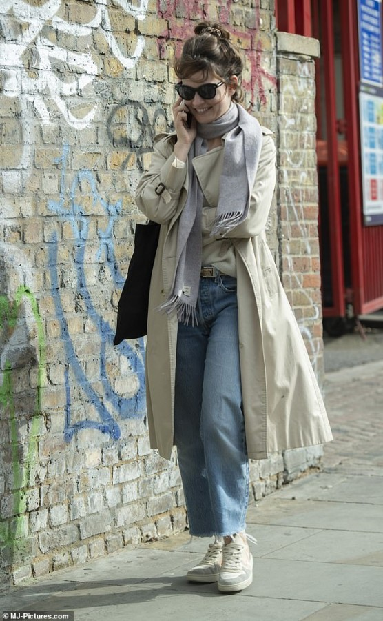 Уличный стиль Лили Джеймс