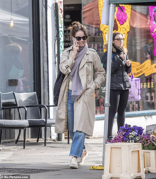 Уличный стиль Лили Джеймс lily james,уличный стиль