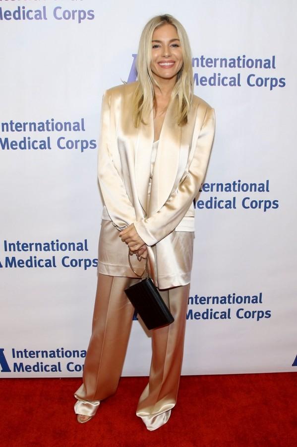 Сиенна Миллер на мероприятии в ЛА Сиенна, Миллер, прошлой, неделе, посетила, вручение, ежегодной, награды, Международного, медицинского, корпуса, БеверлиХиллз