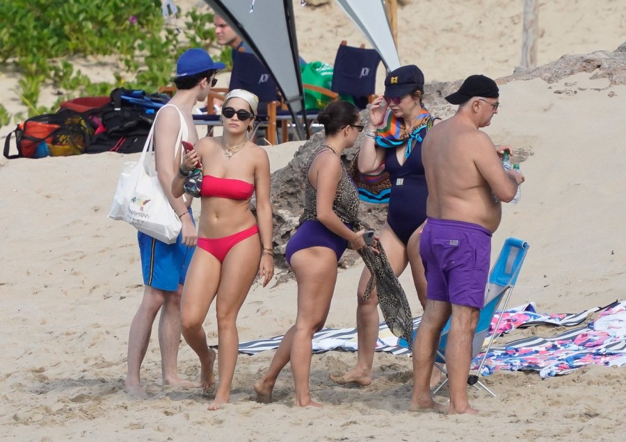 Рита Ора на отдыхе rita ora,пляж/бикини