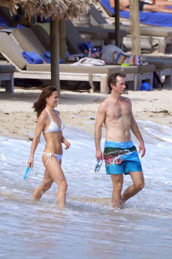 Сладкая парочка на пляже