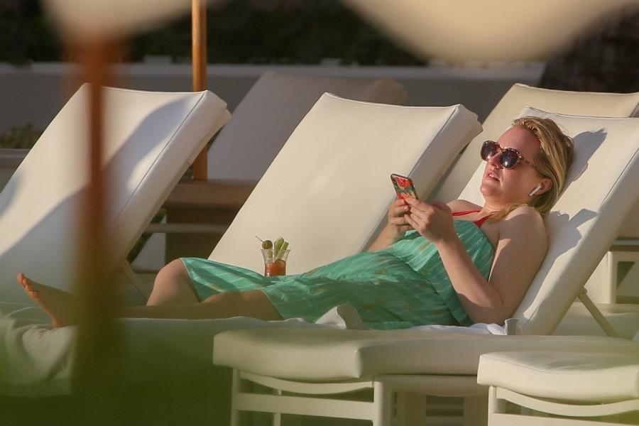 Элизабет Мосс на отдыхе