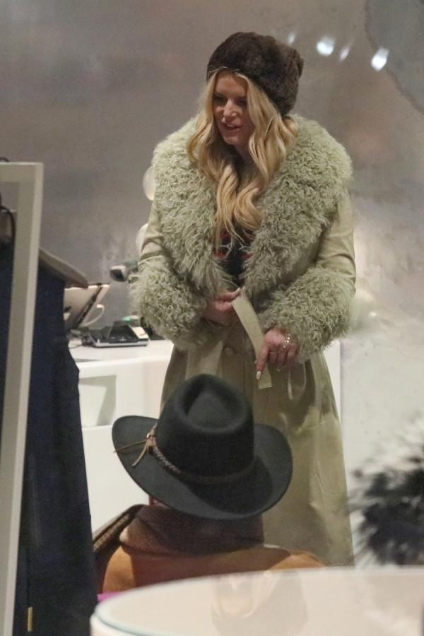 Джессика Симпсон на шоппинге