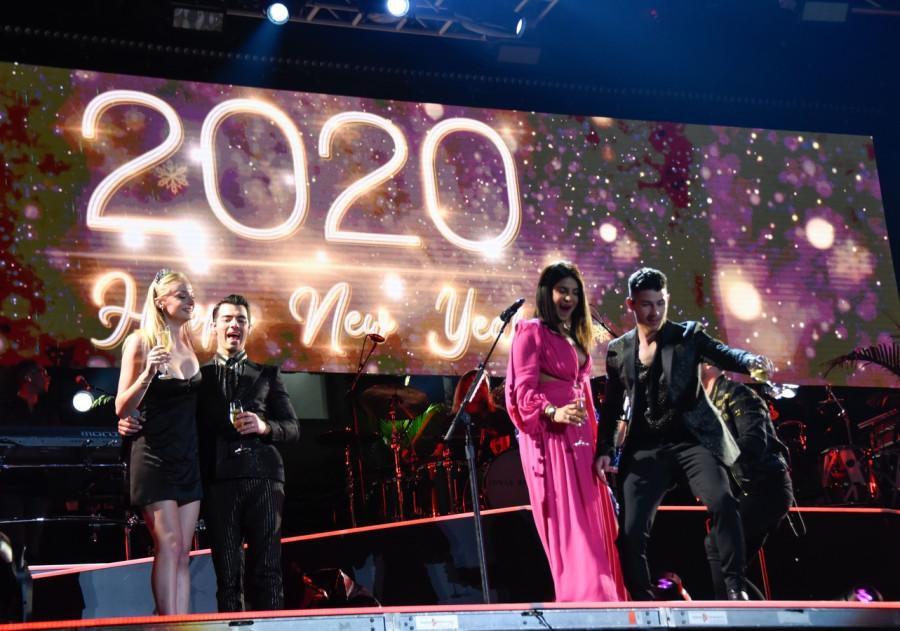 Jonas Brothers с женами встретили Новый год в Майами