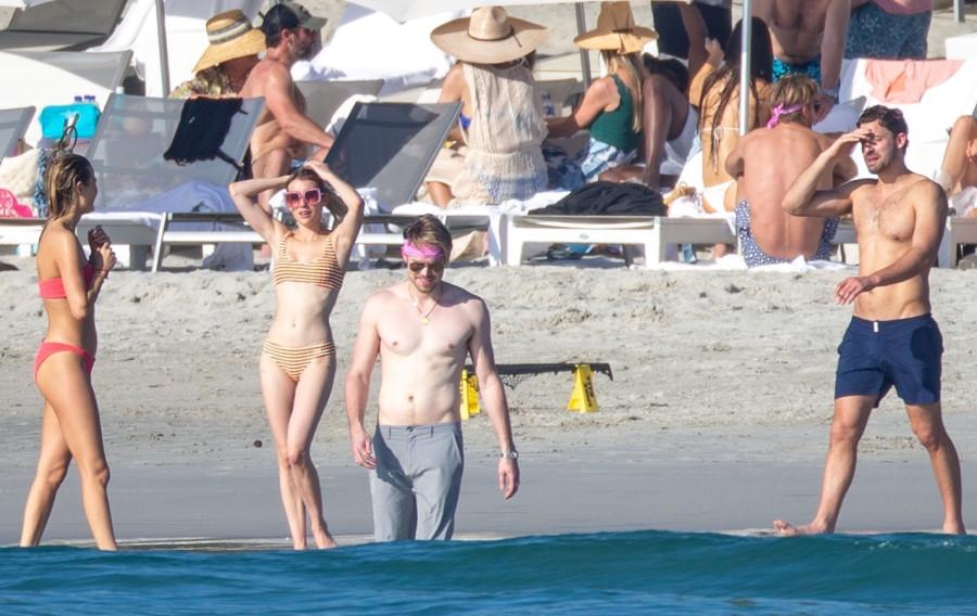 Эмма Робертс на отдыхе с бывшим emma roberts,пляж/бикини
