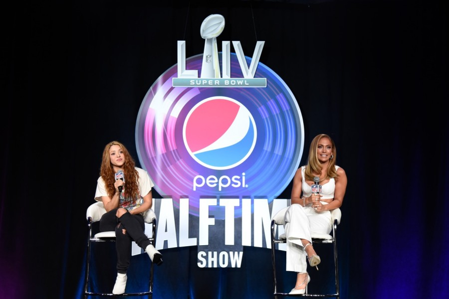 ДжейЛо и Шакира на пресс-конференции перед Super Bowl