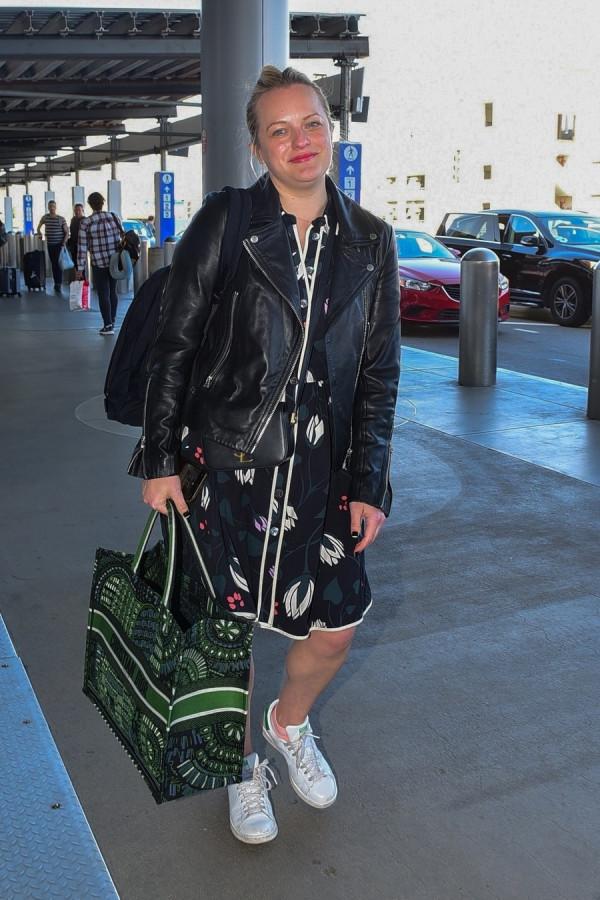 Элизабет Мосс в LAX airport,elisabeth moss
