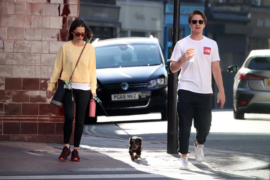 Друзья на прогулке в Лондоне