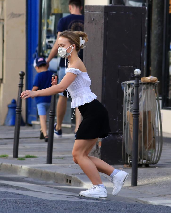 Лили-Роуз Депп в Париже