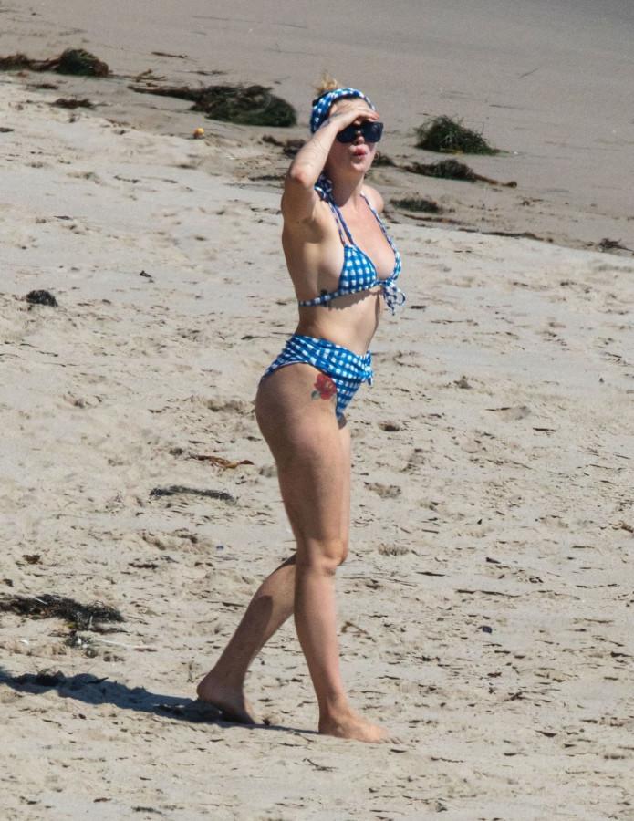 Айрленд Болдуин на пляже ireland baldwin,пляж/бикини
