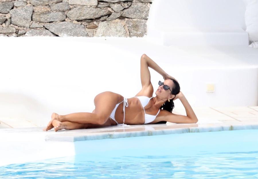 Изабель Гулар на отдыхе