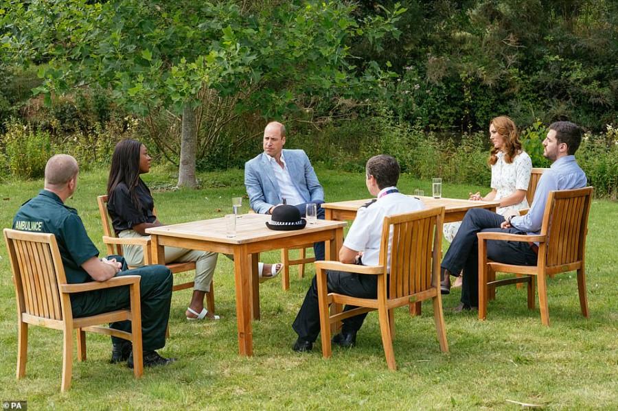 Герцоги Кембриджские на встрече в поместье Сандрингем